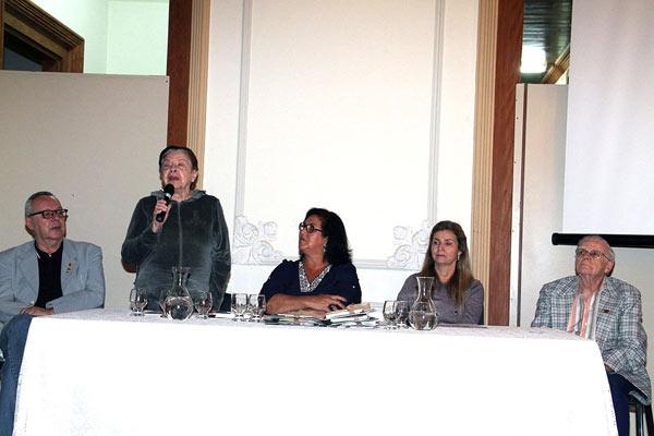 A presidente da Academia Taubateana de Letras, que também é membro da APL,  Angélica Villela, explicou a origem do pseudônimo Juó Banenére ('João Bananeiro')