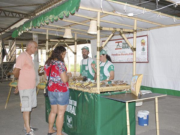 """Feira faz parte do Programa """"Feira do Produtor Rural"""" oferecido pelo Sindicato Rural, em parceria com o Senar"""