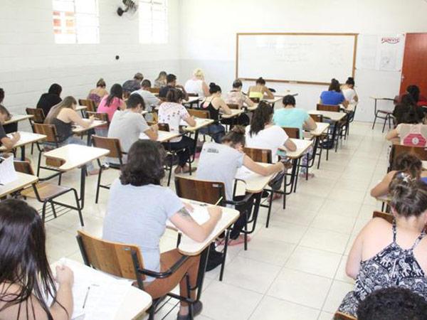 Bolsas são distribuídas aos universitários dos cursos que a universidade oferece