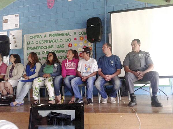 Evento idealizado pelo projeto Pinda Bairro contou com a presença do Coalizão, Polícia Militar e Diretoria de Ensino