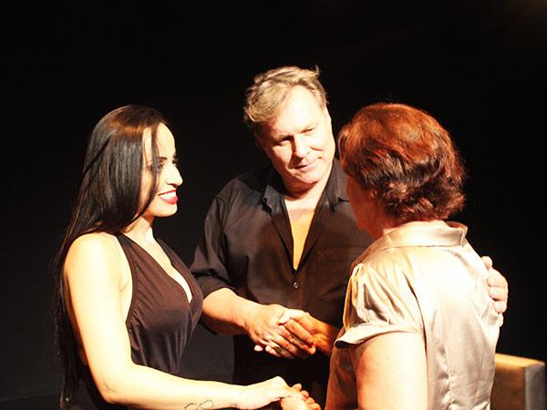 Após a peça, público pôde tirar fotos e conversar com os artistas