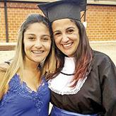 Mais um ano de vida!  Todo amor e felicidade! É o que os amigos e familiares desejam à Tatiane Pinheiro, que fará aniversário neste domingo (19). Na foto, ela está ao lado da filha Carol.