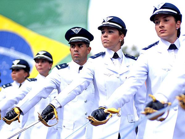 São 33 vagas para aviação: 35 para intendência e 18 para infantaria, para ambos os sexos