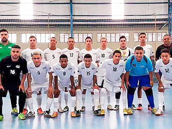 As equipes do Sub 16 (à direita) e do Sub 18 (à esquerda) venceram a primeira rodada contra o Tabuca Júniors, de Taboão da Serra