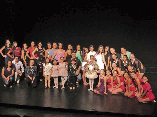 Noite de Gala  Foi um sucesso a apresentação da Cia de Dança Lago dos Cisnes, no sábado (18), no Teatro Galpão. O evento teve o objetivo de arrecadar recursos para ajudar na viagem das bailarinas a Portugal, em abril, para representar o Brasil no North Fest Dance.