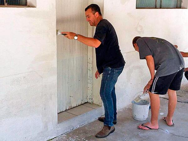 Serviços de pintura, limpeza e corte de grama estão entre as ações