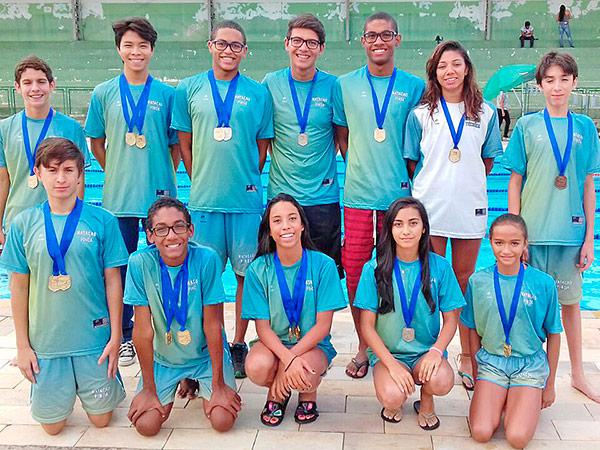 Parte da equipe que representou Pinda no torneio