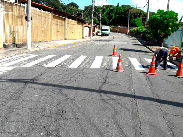 Revitalização e pinturas de faixas de pedestres são algumas das ações