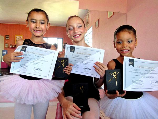 Elas conquistaram as vagas competindo com mais de 3.500 bailarinos de todo o País