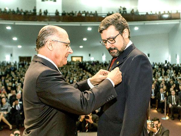 Alckmin dá posse a policial aprovado em concurso público para a Polícia Civil e Técnico-Científica