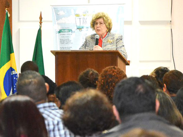 A trovadora presidente da UBT-Nacional, Domittila Beltrame, abriu a festa de premiação do concurso de  trovas de Pindamonhangaba no ano passado