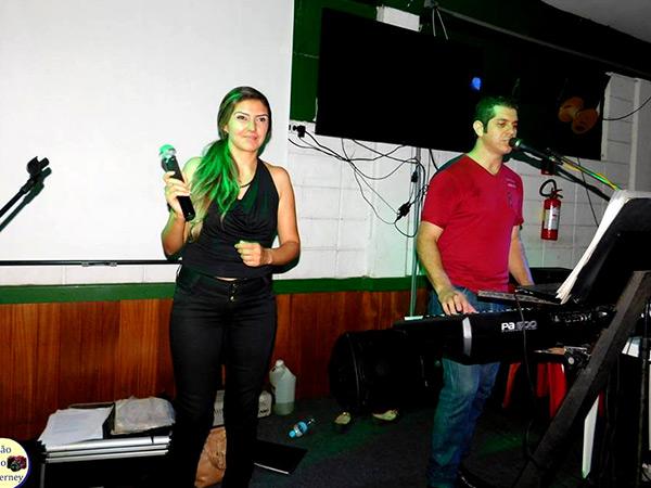 A dupla André e Andresa vai animar o público do bairro na noite de sábado (27)