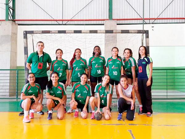 Equipe feminina de handebol joga contra o Hebraíca e o Rio de Janeiro