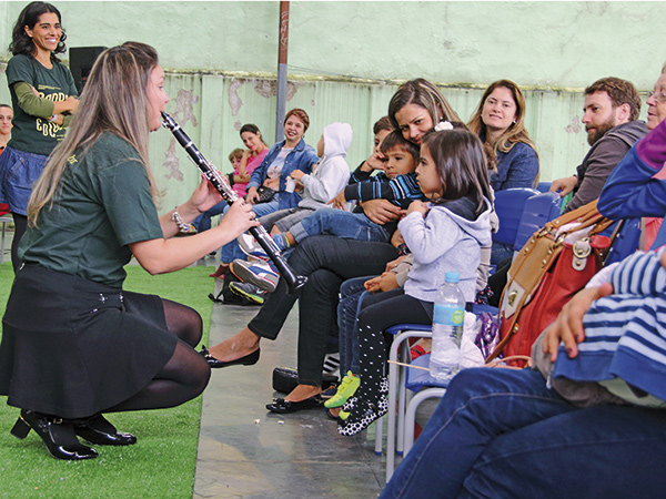 """""""Ópera na Escola"""" dissemina a música clássica em Pinda"""
