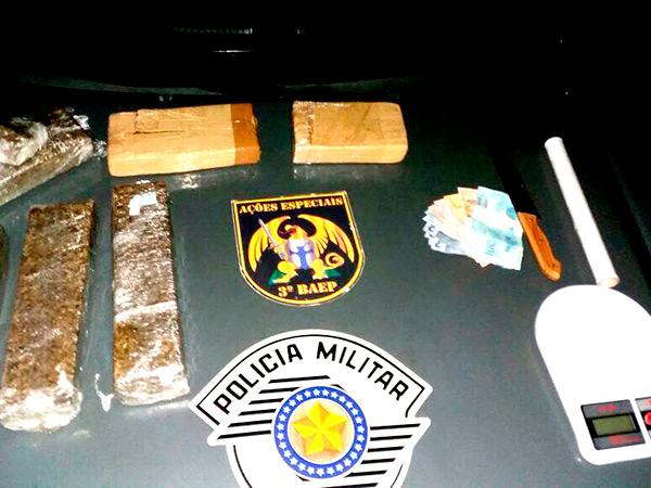 Objetos encontrados em uma residência no bairro Feital, em Moreira César