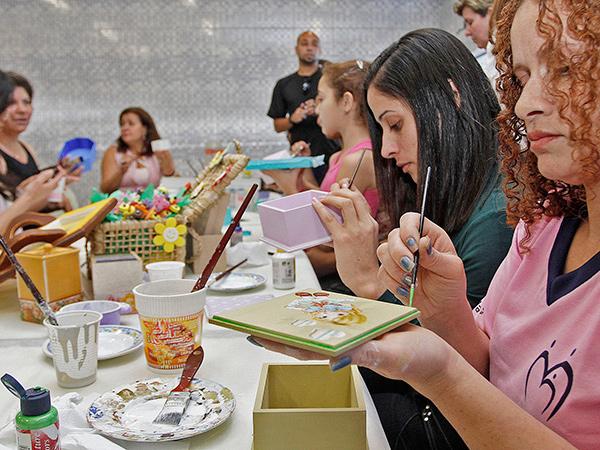 Em todo o Estado de São Paulo, mais de 11 mil voluntários desenvolvem ações em favor da comunidade por meio do programa Escola da Família durante os fins de semana