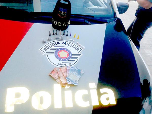 Entorpecentes e dinheiro encontrados com o rapaz de 28 anos na segunda-feira (24)