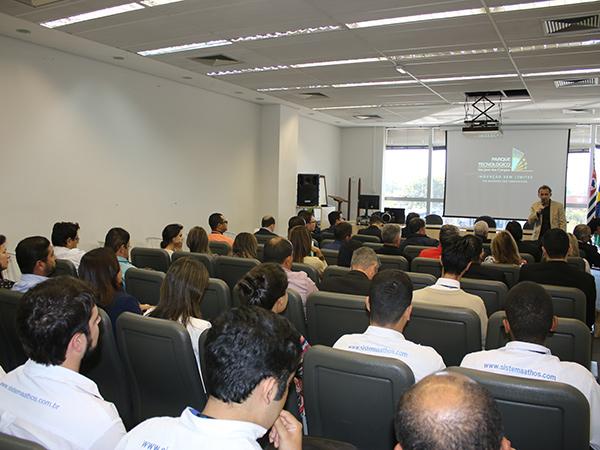 """A cerimônia de lançamento da """"Carreta da Gestão e Inovação"""", ocorreu no  auditório da Prefeitura, na segunda-feira (24)"""