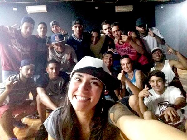Dani da Terra promoveu um workshop que aborda assuntos cotidianos e une o rap com a meditação