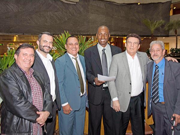 Comitiva de Pinda formaliza pedido de verbas