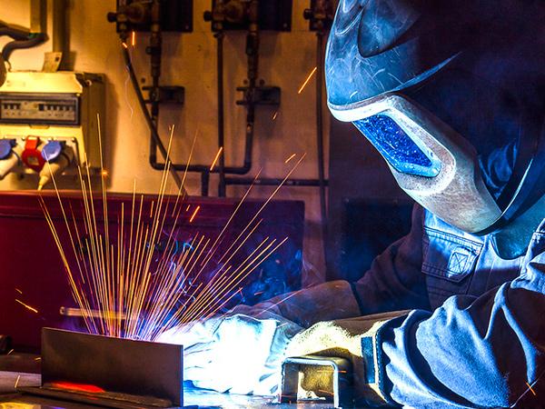 Para o nível médio, há  vagas nas áreas de Mecânica, Mecatrônica e Metalurgia