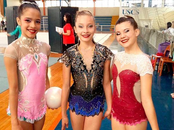 Lavínia Karen (no centro) foi o destaque da categoria Juvenil, com o título de campeã no individual Geral, campeã no Arco, vice-campeã na Maça e vice-campeã na Fita