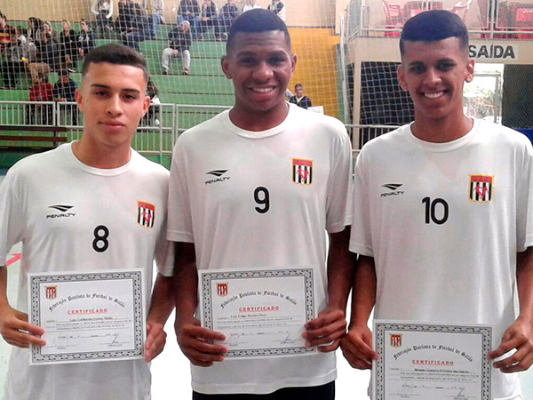Os jogadores Luis Guilherme, Luiz Felipe e Brenno Gustavo representaram Pinda no evento