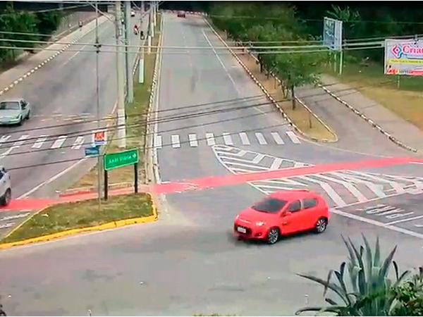 Imagem do carro em que os suspeitos tentaram fugir registrada pelas câmeras de videomonitoramento do COI de Pinda