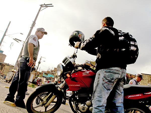 A Polícia Militar ocupa a comunidade de São Rafael, na cidade de Guarulhos, com objetivo de prender criminosos e apreender armas e drogas. DATA: 07/11/2012 LOCAL: Guarulhos/SP  FOTO: GUILHERME LARA CAMPOS/A2 FOTOGRAFIA