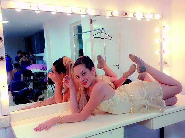 """Lara Nunes conquistou o 1° Lugar na categoria Jazz Dance Juvenil do """"15° Salto Fest Dance"""" e representará o Brasil em Portugal"""