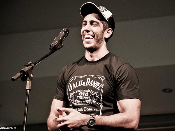 Jonathan conquistou o público com um humor sem palavrões