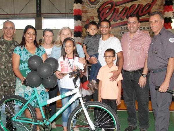 Autores das melhores redações ganharam uma bicicleta