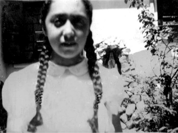 """O olhar da menina de tranças (Dea quando menina) me transporta para sua infância..."""""""