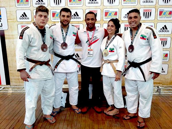 Medalhistas da equipe de Pindamonhangaba