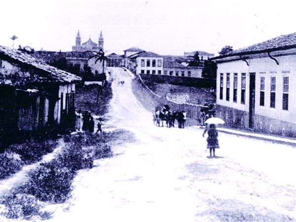 A divulgada foto da rua Prudente de Morais com a menina Astogilda, filha do fotógrafo Malaquias