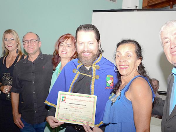 Sessão de setembro da Academia Pindamonhangabense de Letras. (Foto: Luis Claudio Antunes/PortalR3)