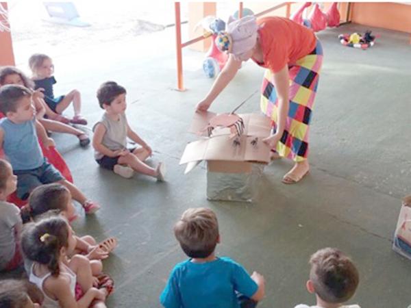 De forma lúdica, as crianças aprenderam sobre como se comportar em relação a animais peçonhentos