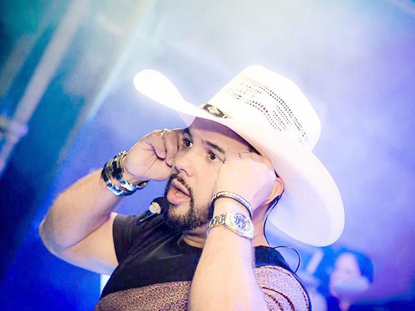 O cantor César Barbosa será uma das atrações da festa, que terá toda a renda revertida para o tratamento do garoto de 10 anos
