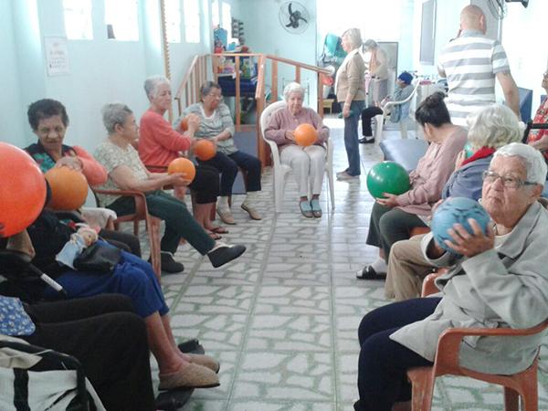 """""""Viva Bem"""" incentiva idosos à pratica de atividade física"""