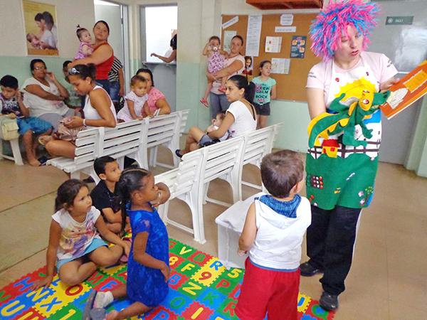 A contação de histórias estimula a criatividade e incentiva as crianças a terem o hábito de ler