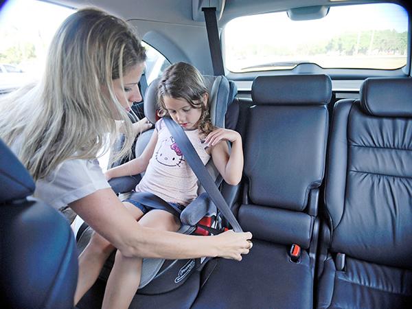 Crianças com até sete anos e meio de idade devem ser acomodadas em dispositivo adequado