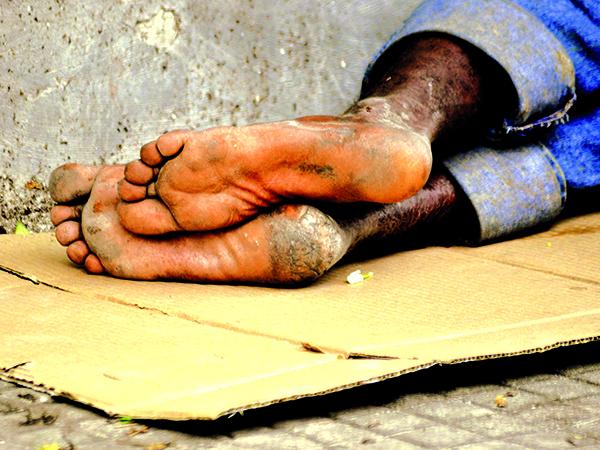 O ex-morador de rua dormia em praças, agora recebe apoio com higiene pessoal, alimentação e pernoite