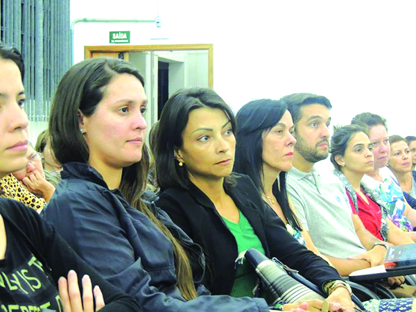 """Os educadores se reuniram para discutir sobre o """"Financiamento público da educação"""""""