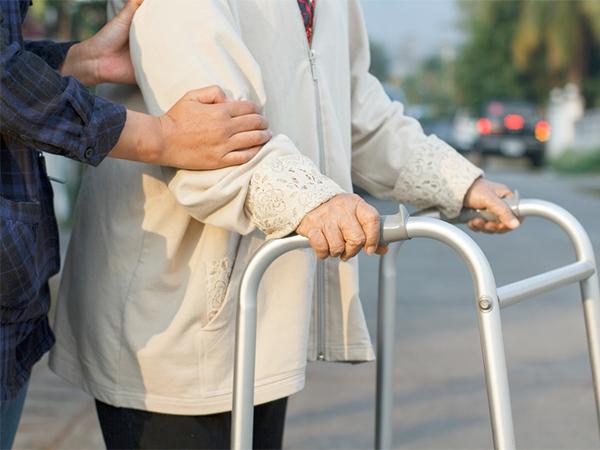 É preciso atentar-se para a diferença na mobilidade de idoso