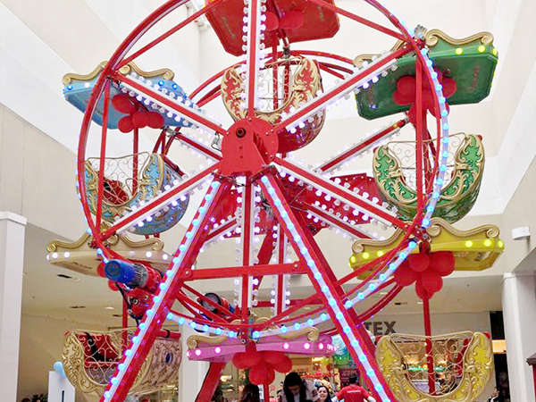 A decoração de Natal deste ano traz elementos de parques infantis