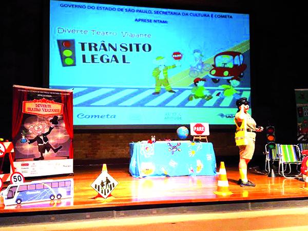 """A apresentação do espetáculo """"Trânsito Legal"""" já visitou diversas cidades de todo o país"""