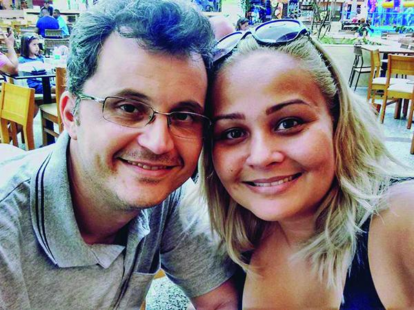 Parabéns!  Josy Ferreira Gouveia completou mais um ano de vida no dia 23 de outubro  e comemorou ao lado do marido Glauco (foto) e dos filhos de quatro patas Pietra e Tobias. Recebe o abraço carinhoso de todos os amigos e familiares.