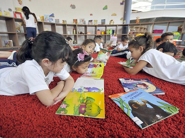"""A exposição """"Livros Infantis, Velhos e Esquecidos"""" é voltada para crianças e adultos"""