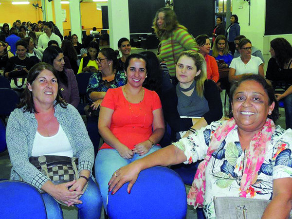 """Grande público participou da palestra """"+Meninas +Ciências +Matemática"""""""