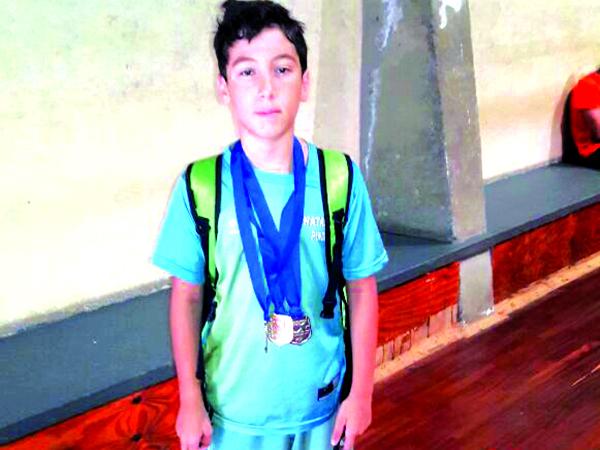 O nadador conquistou uma medalha de ouro e duas de pratas